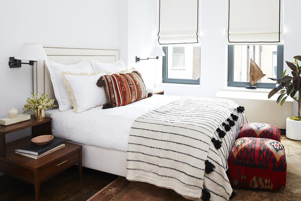 Mindy Kaling's New York bedroom has clean, white walls