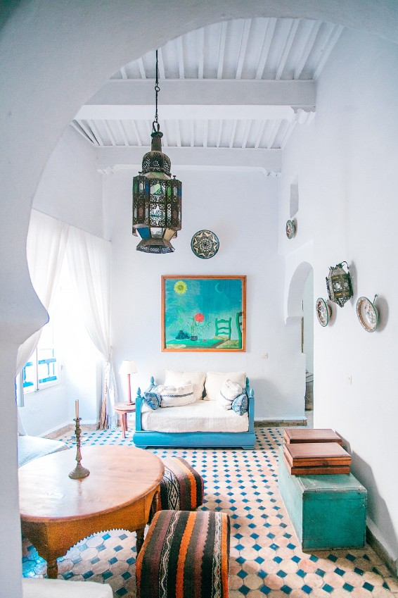 greek bedroom white walls aqua accents