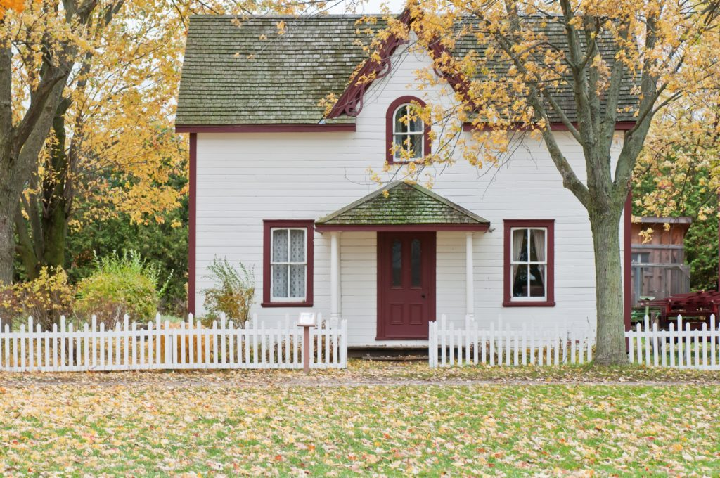 new england cottage with red door
